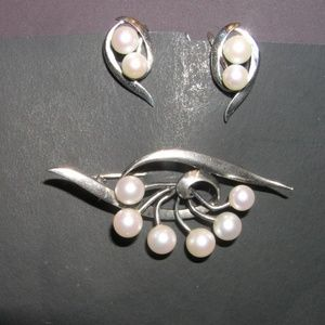 Mikimoto Jewelry - ❤️ Mikimoto Vintage Silver pin + earring set Japan